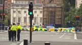 英議会議事堂前で車が突っ込む、複数のけが人(14日)