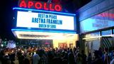 Fans pay tribute to Aretha Franklin at Harlem's Apollo Theater