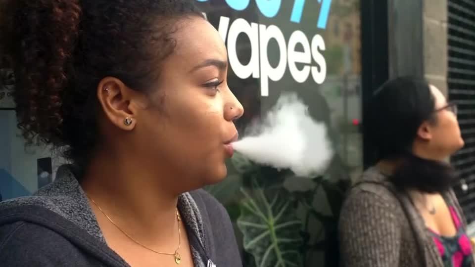 U.S. FDA cracks down on electronic cigarette producers