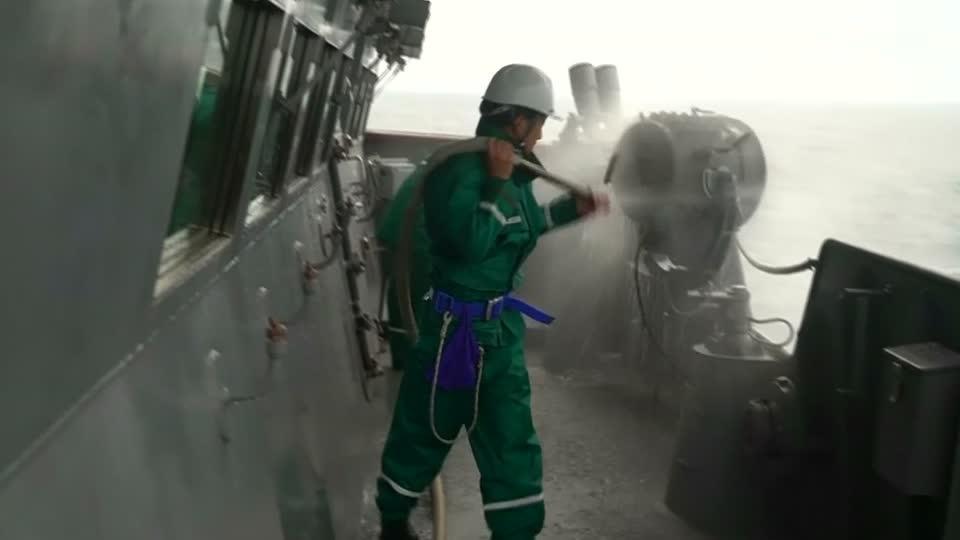 Japanese sailors wage war on dirt