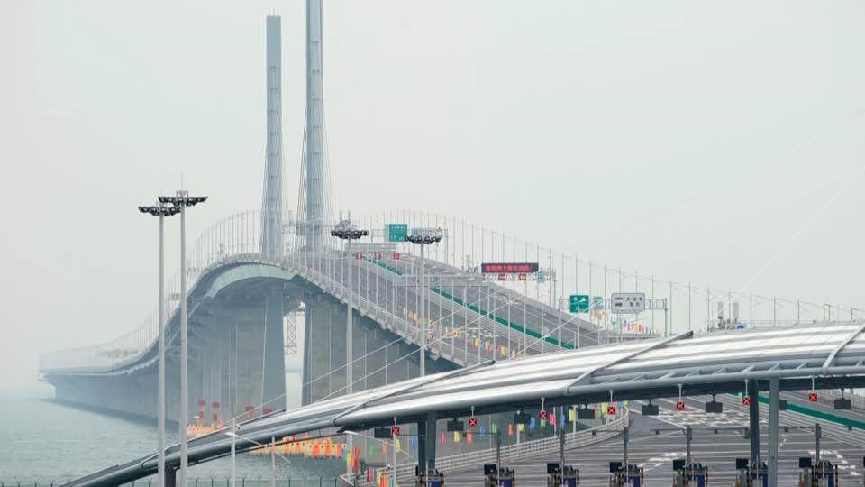 China opens one of the world's longest bridges