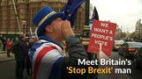 「EU離脱やめよ」、ウエールズ男性が英国会前で連日抗議(11日)