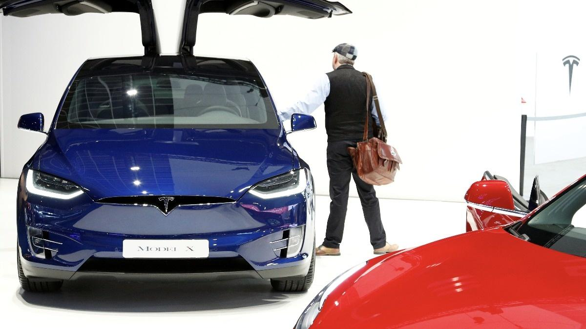 Tesla slashes workforce by 7 percent