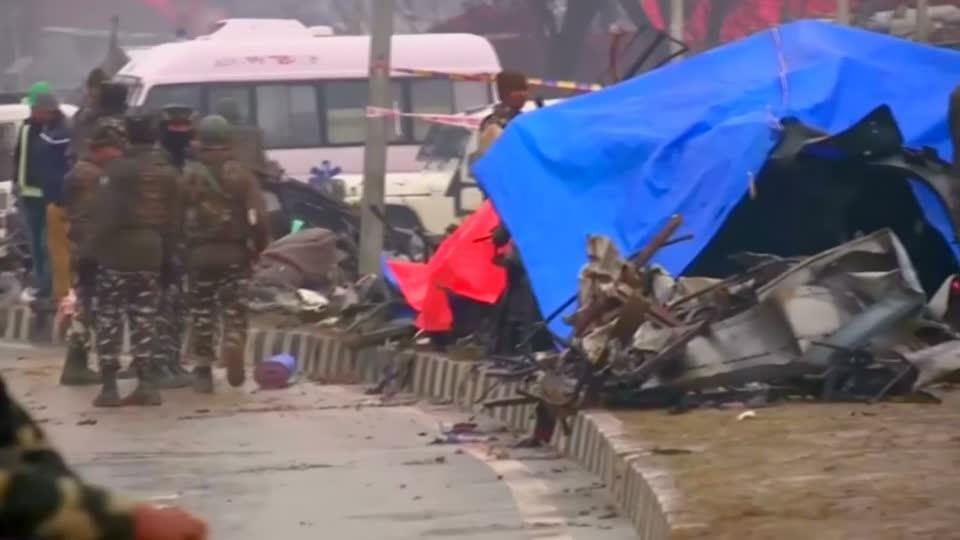 Kashmir car bomb kills at least 44