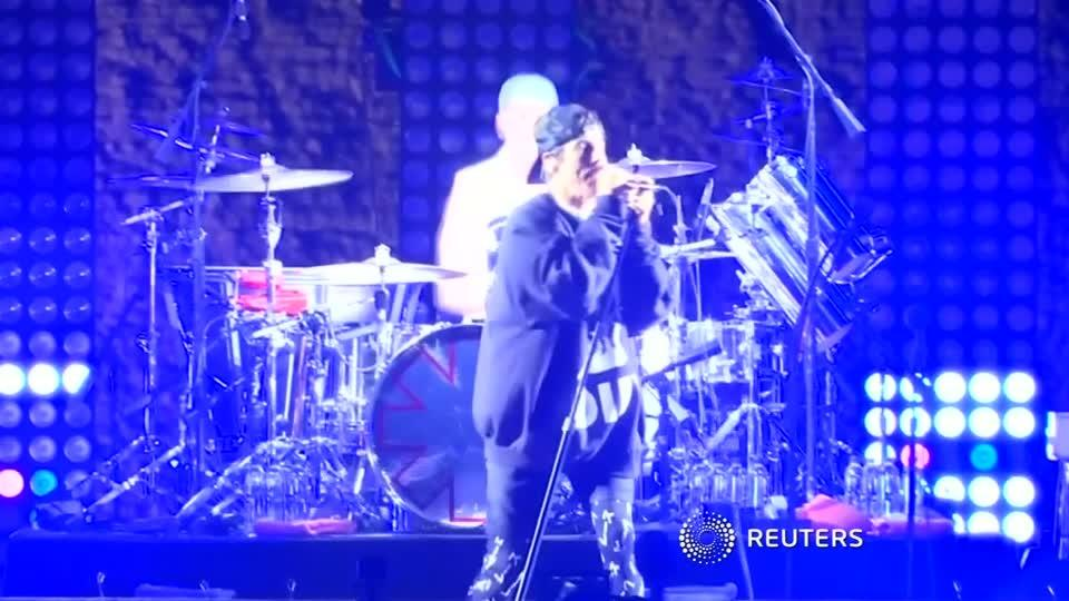 Red Hot Chilli Peppers rock Egypt's pyramids