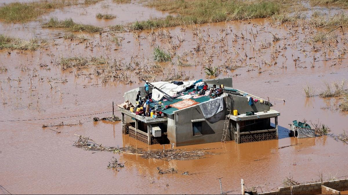 Thousands still stranded after Cyclone Idai