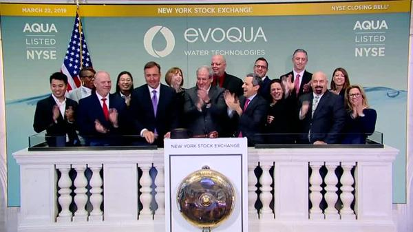 Wall Street tumbles, yields fuel economic fears
