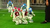 روبوتات تتنافس وتسجل أهدافا في ملعب لكرة القدم في الصين