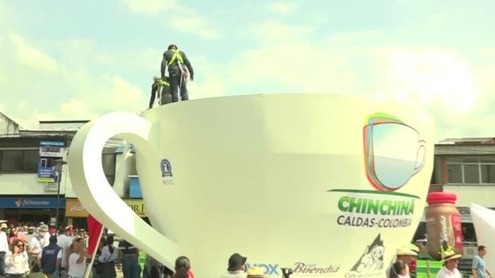 コロンビアの巨大コーヒーカップ、ギネス記録に挑戦(字幕・16日)