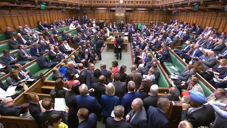 UK hit with recession warning as Brexit battle builds in parliament