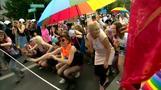Gay-Pride-Parade in Polen mit Steinen beworfen