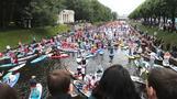 「カオナシ」も優雅に川下り、ロシアでSUPイベント(字幕・21日)