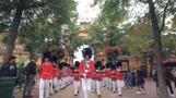 創設175周年「チボリ青年衛兵隊」、コペンハーゲンを行進(字幕・21日)
