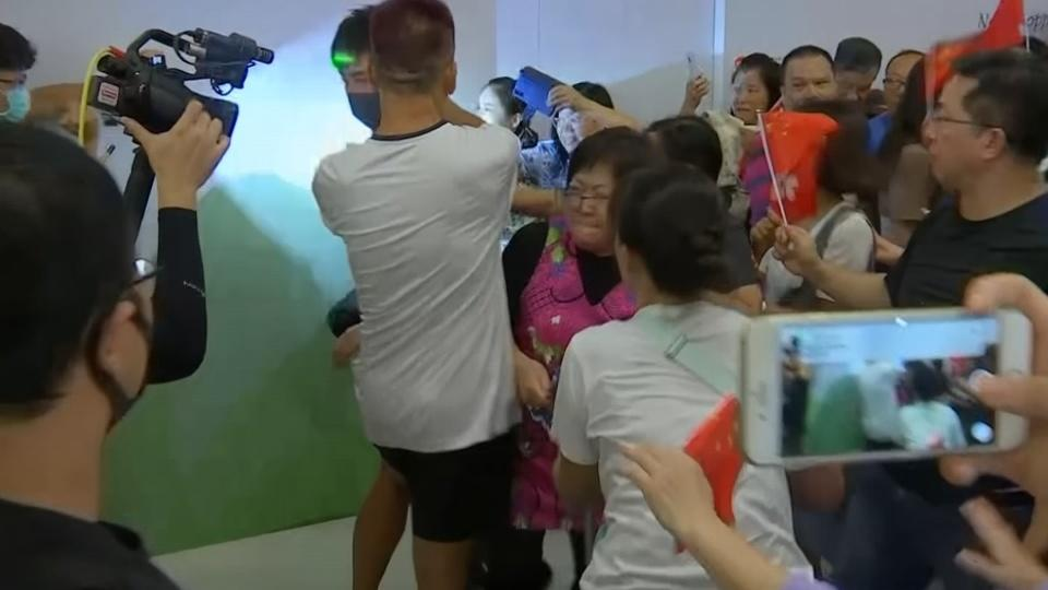 Rival protests collide in Hong Kong mall