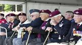 مئات من قوات المظلات يحيون الذكرى الخامسة والسبعين لعملية ماركت جاردن