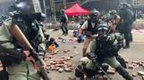 Hongkongs Polizei kesselt Demonstranten in Universität ein