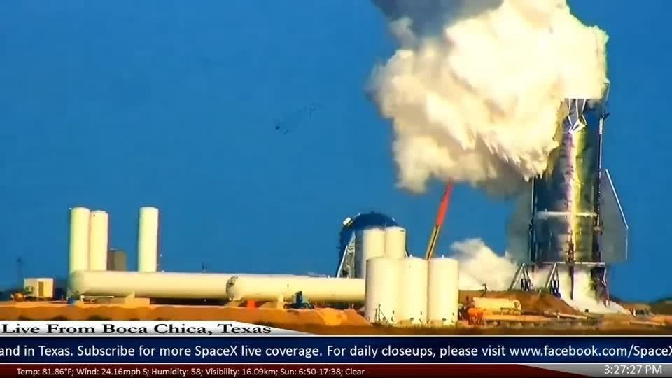 Prototype rocket ruptures during SpaceX pressure test