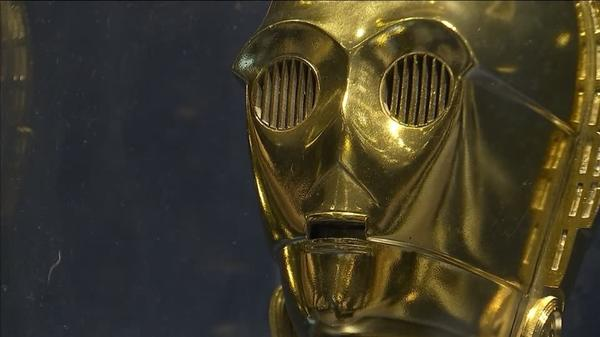 Helmets, 1976 poster and toys top 'Star Wars' online auction