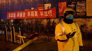 中国新增新冠肺炎确诊病例下降 官员称疫情防控效果已显现