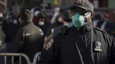 米国で警察官のコロナ感染が深刻、容疑者の逮捕見合わせも(字幕・1日)