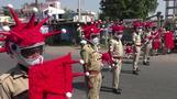 インド警察が「コロナ隊」結成、ウイルス模したヘルメットで啓発(字幕・6日)