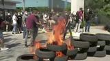 日産がバルセロナ工場を閉鎖へ、労働者がタイヤ燃やすなど抗議(字幕・29日)