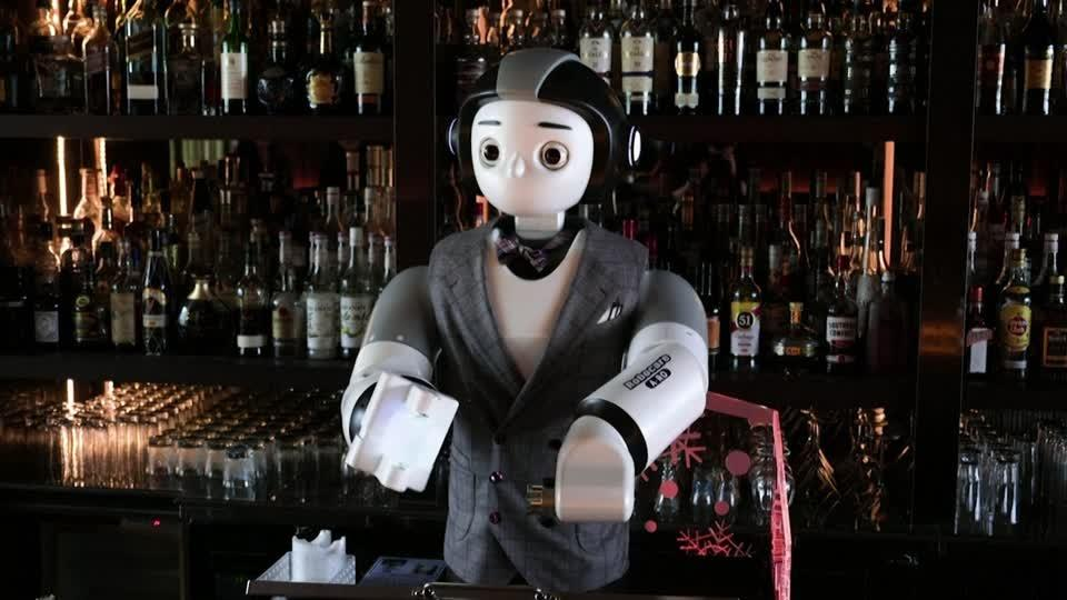 Robot bartender serves up safe booze to South Koreans