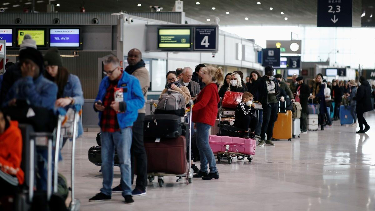 EU considers ban on U.S. travelers: report