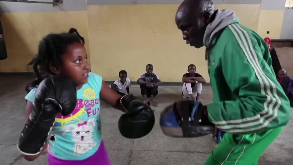 Boxing lessons in Nairobi slum give children hope