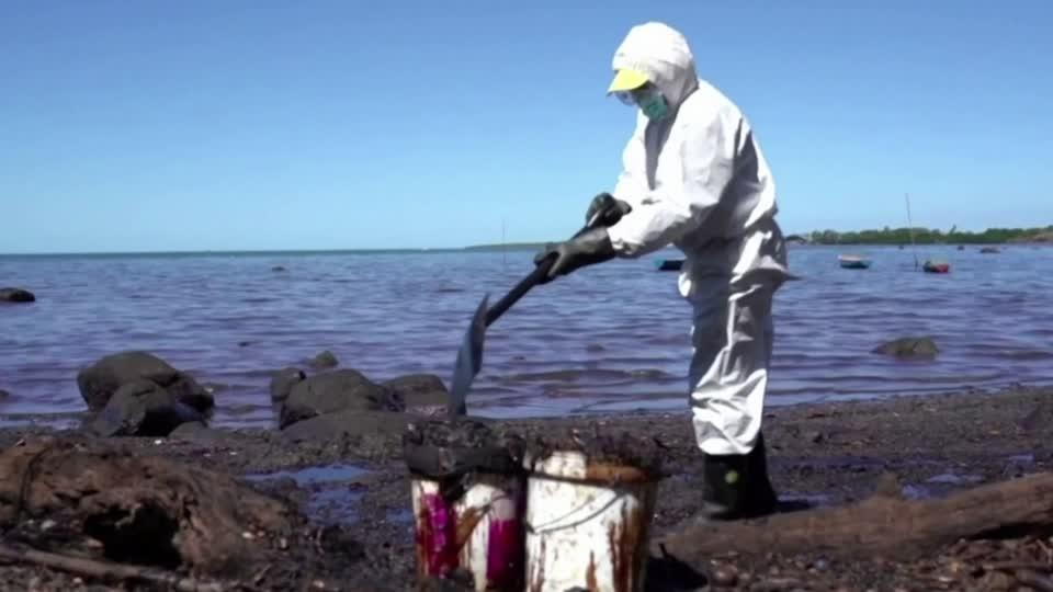 Fears over Mauritius tourism industry after spill