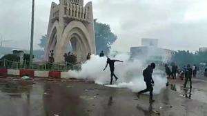 Mali police use tear gas on protesters
