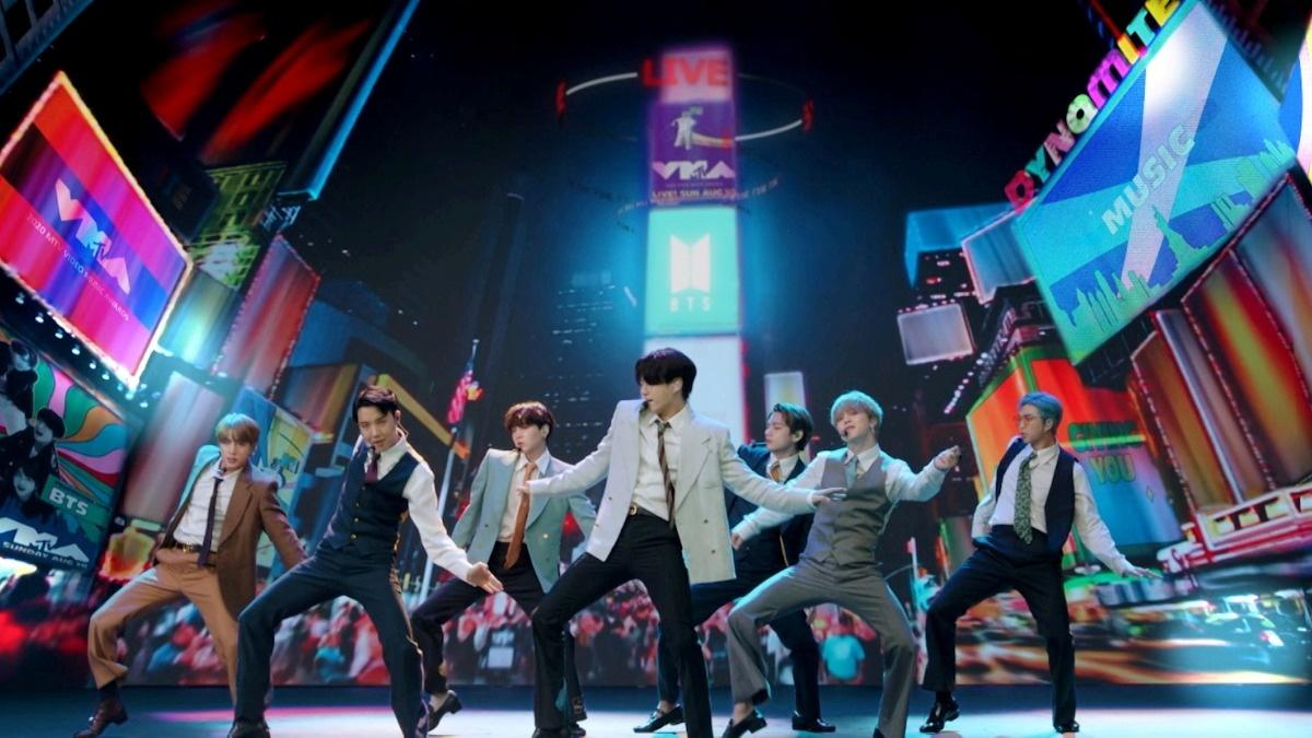 Investors swamp IPO for K-Pop band's label