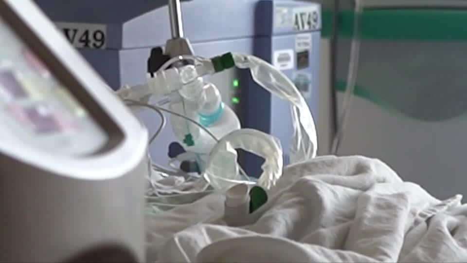 U.S. virus cases soaring, hospitalizations hitting records