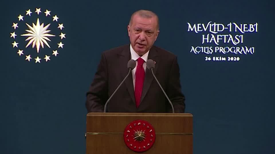 Erdogan backs boycott of French over cartoon fury