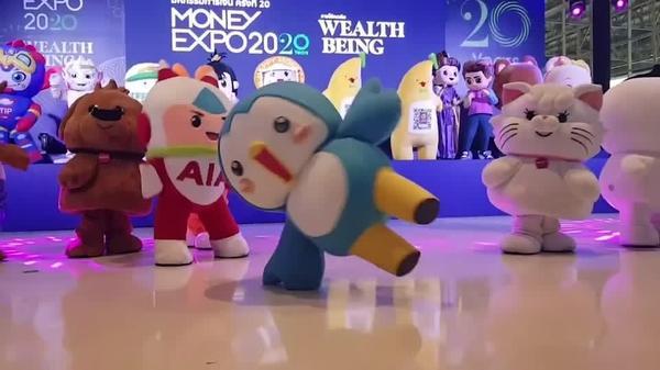 ダンス? 痙攣? 銀行のゆるキャラがバンコクに大集合(字幕・25日)