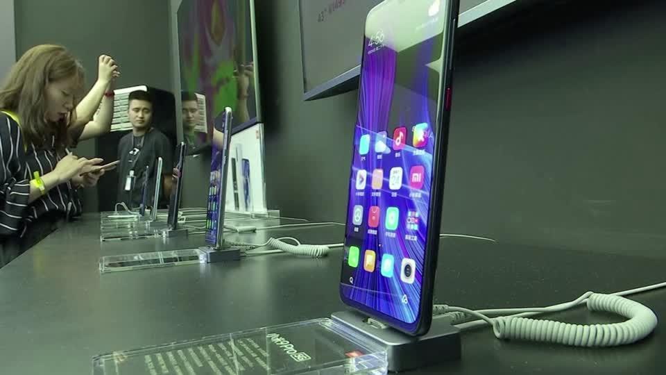China's Xiaomi raises $3.9 bln but shares fall