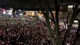 密になって大騒ぎ、全米大学フットボール優勝のアラバマ州(字幕・12日)