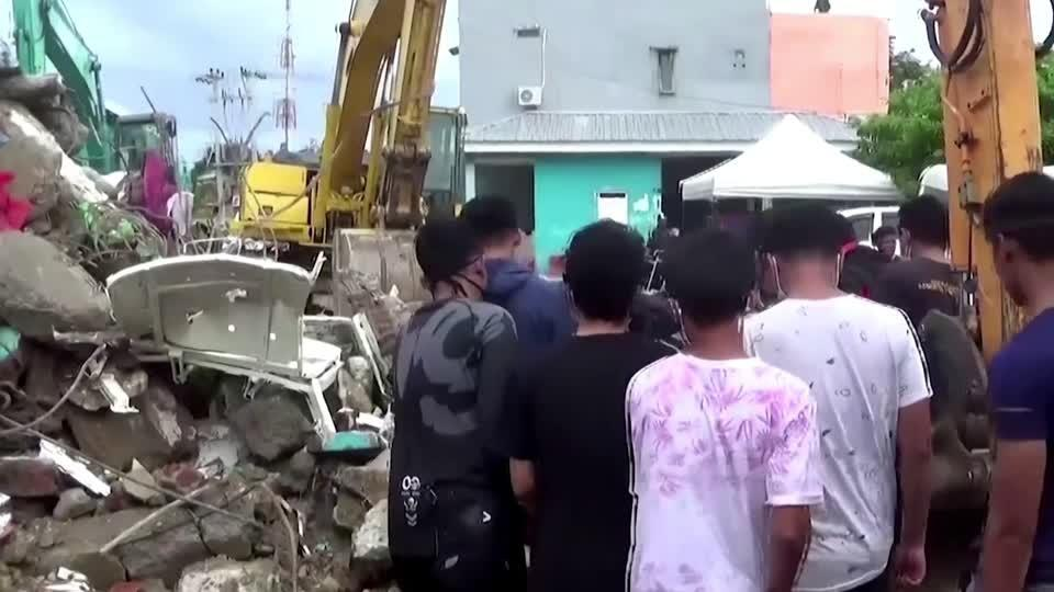Indonesia quake dead pulled from under rubble
