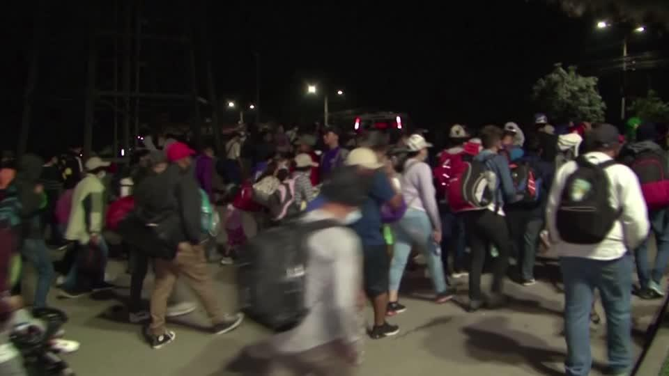 Thousands of migrants traveling north to U.S.