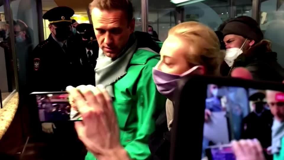 Russia detains Kremlin critic Alexei Navalny