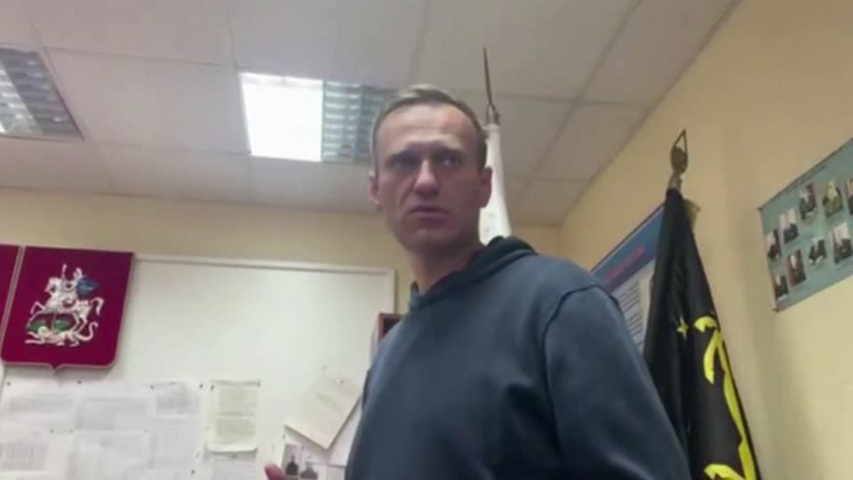 Kremlin critic Alexei Navalny jailed for 30 days