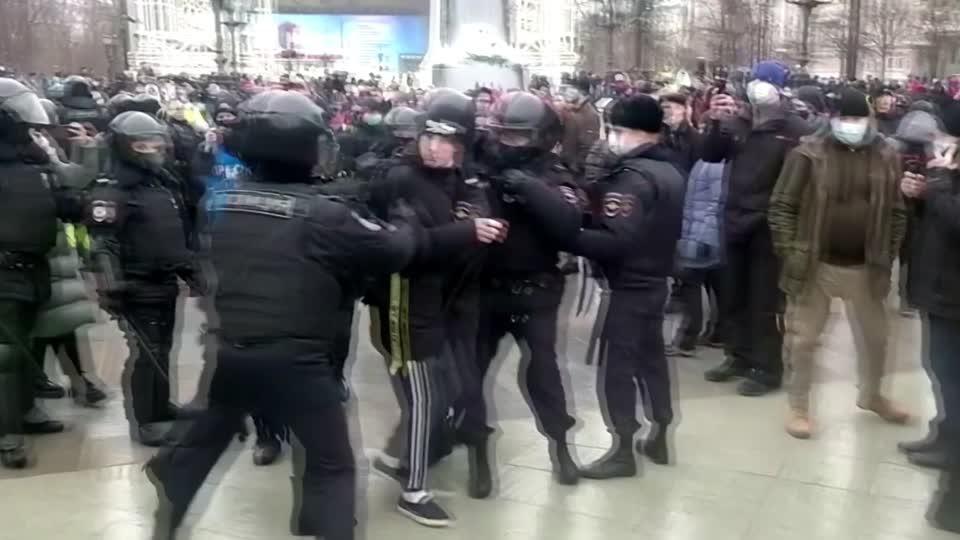 Russia seizes more than 1,000 pro-Navalny protesters