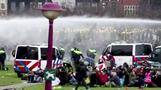 オランダ、厳格なロックダウンへの抗議デモ激化 240人拘束(字幕・25日)