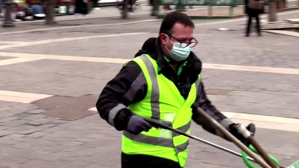 Garbage collector uses TikTok to keep Paris clean