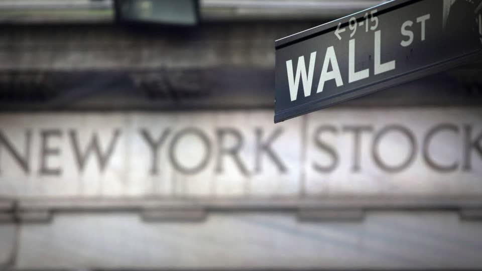 Wall Street climbs on tech rebound