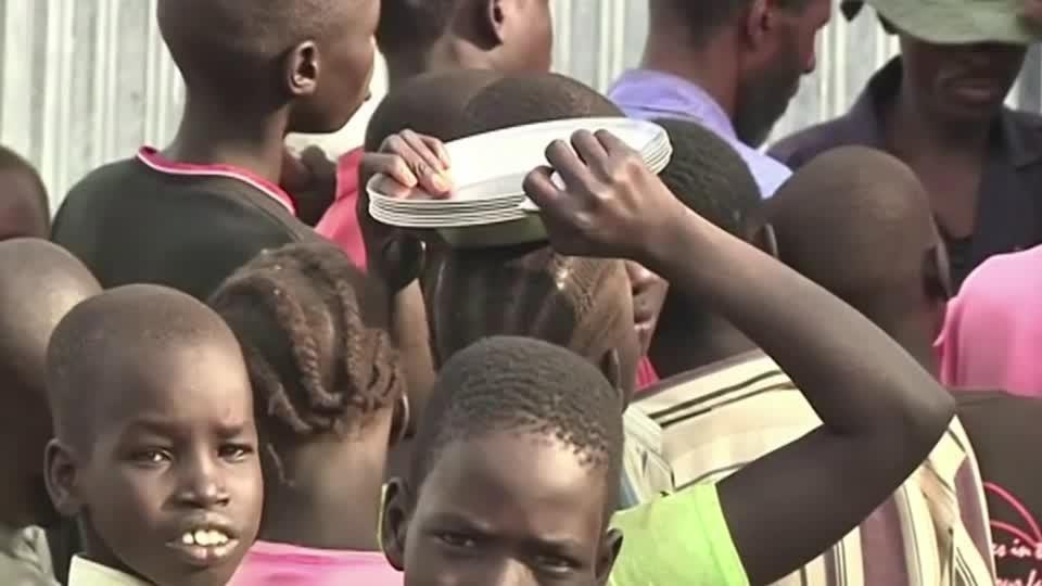 Kenya orders closure of vast refugee camps