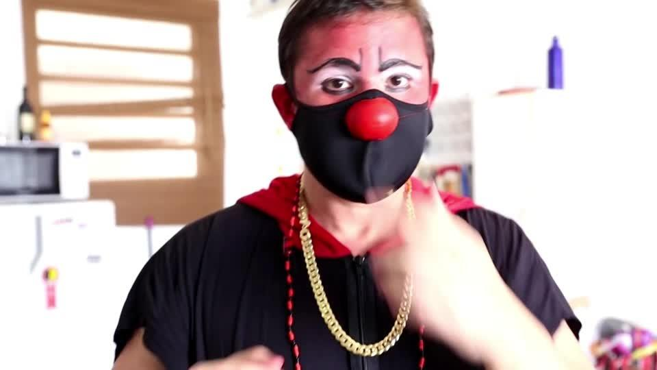 Clowns in crackland: Brazilian doctor helps the homeless