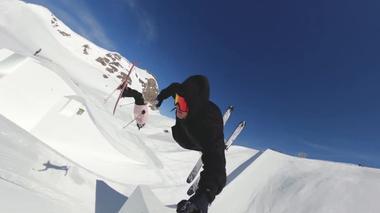 世界トップのスノーボーダーら44人が一斉に技を披露、スイスでイベント(字幕・12日)