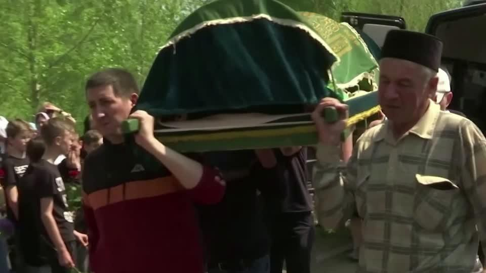 Tribute for Russian mass school shooting victims