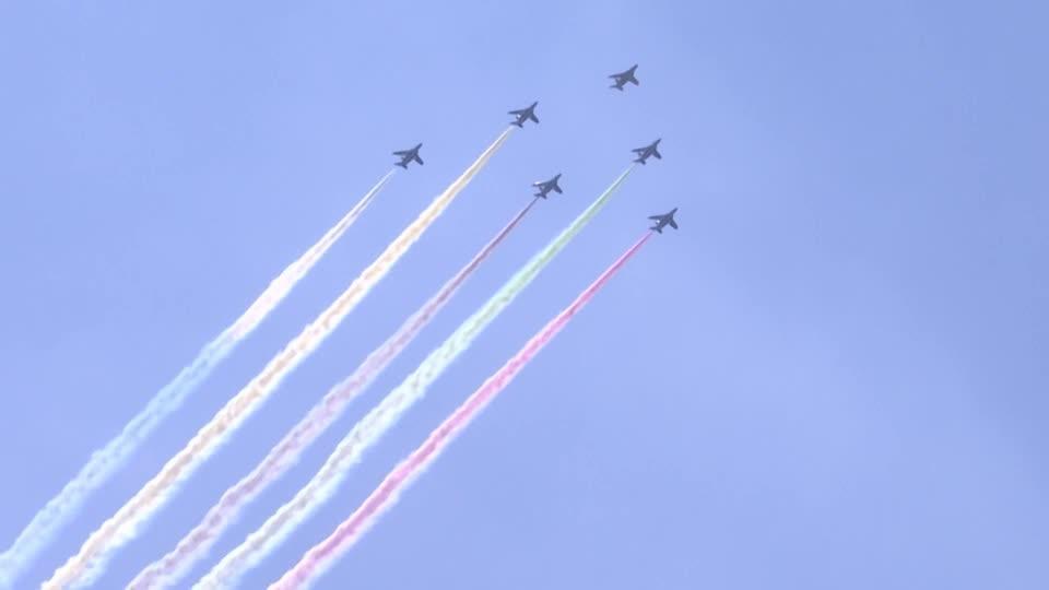 Large crowds in Tokyo watch Olympic aerobatics